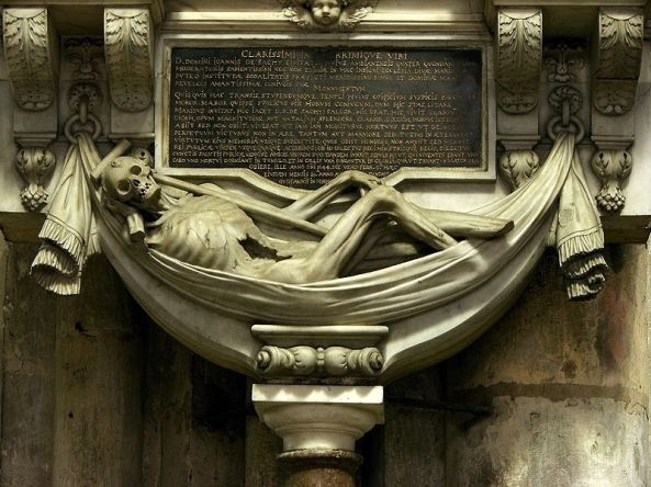 Monument funéraire de Jean de Sachy (1er échevin d'Amiens, mort en 1644) et de Marie de Revelois (morte en 1662), oeuvre de Nicolas Blasset, dans la cathédrale d'Amiens.Détail: la Mort