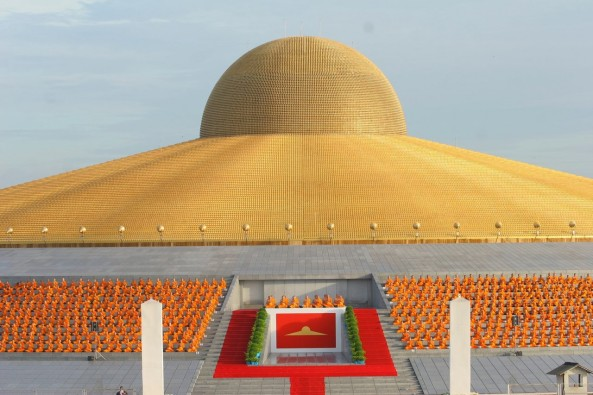 One Million Buddhas Wat Phra Dhammakaya Contra Spem Spero Et Rideo